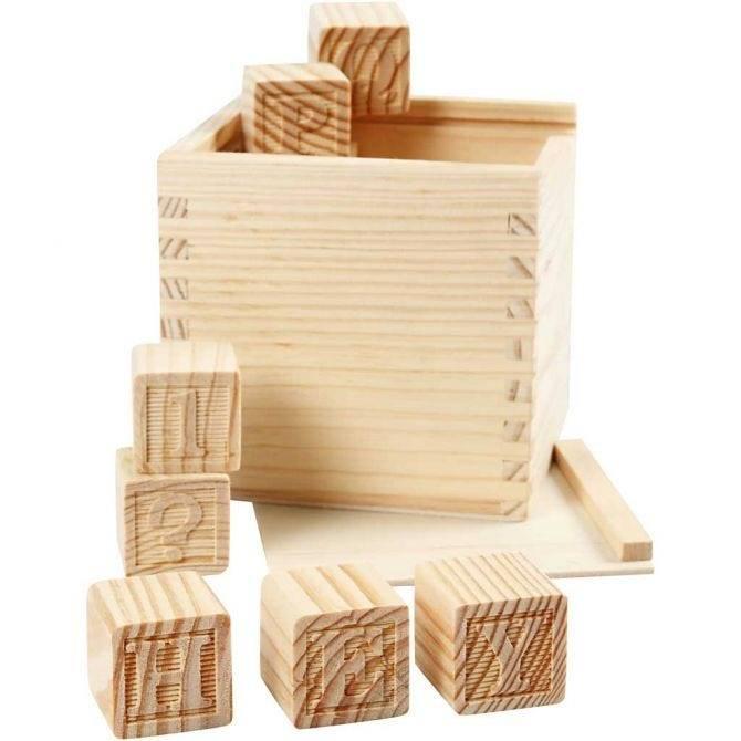 Sada dřevěných razítek v boxu