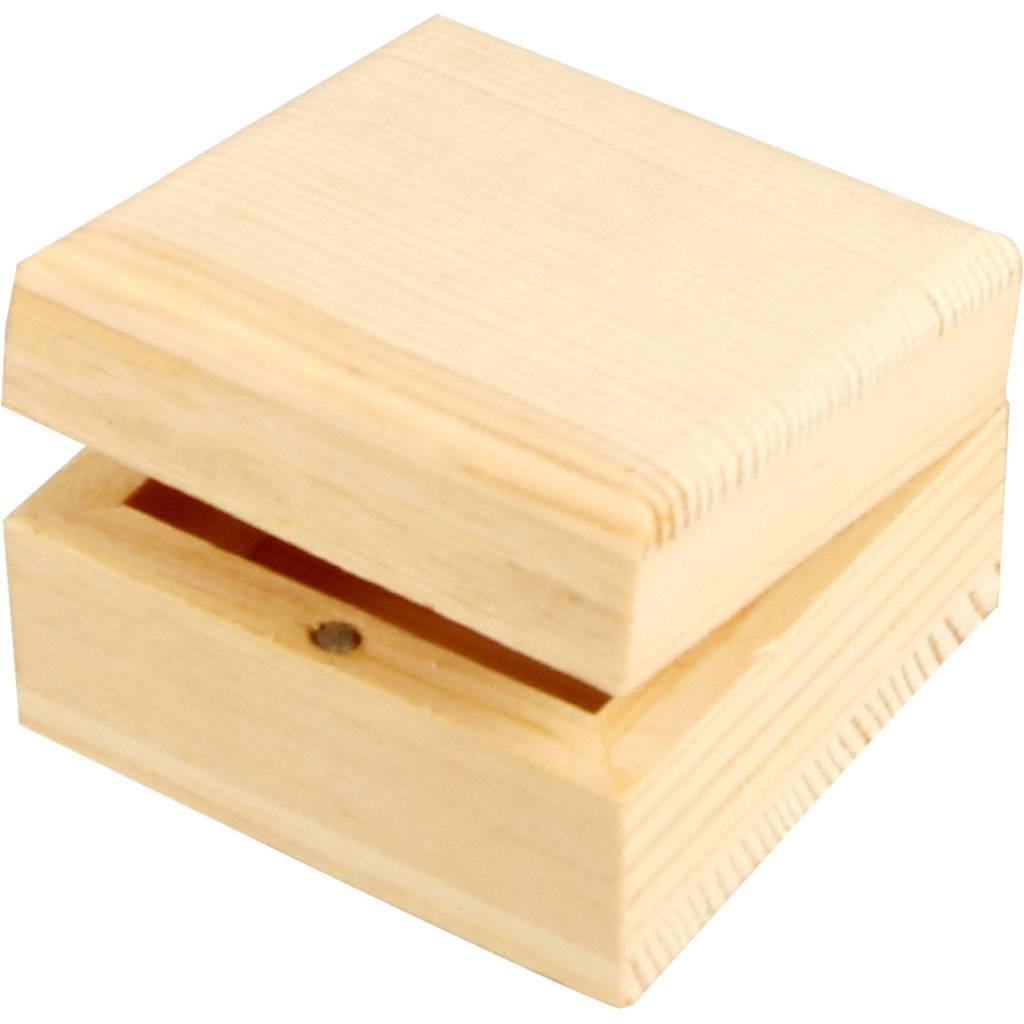 Dřevěná krabička 6x6x3,5cm